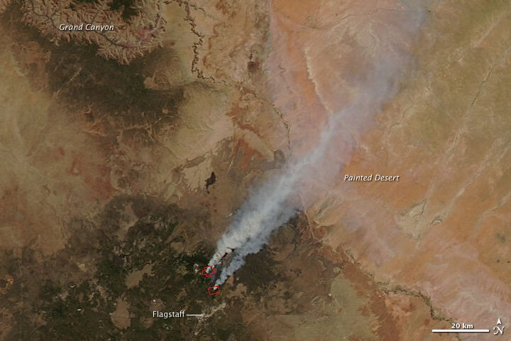 Map showing smoke is headed northeast directly across the Painted Desert to Hopi lands. Note how close to the Grand Canyon the Peaks are located.