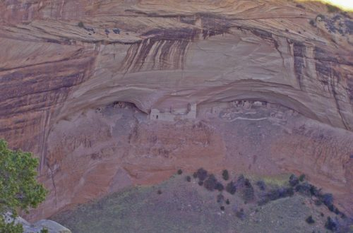 Mummy Cave Puebloan Ancestor site more than 2,000 years in Canyon de Chelly.