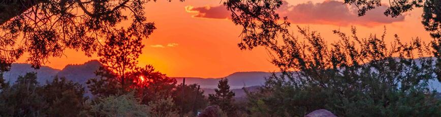 Sedona vivid peach colored sunset over mountains symbolize setting for Sedona spiritual retreat, Expand Your Horizon Retreat, and sunset-stars solo vision circle program.
